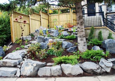 retaining-wall-privacy-screen-yellow-bird-house